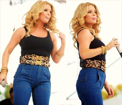 Jessica Simpson showing off her voluptuous figure