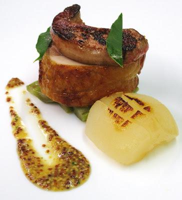 Cappone farcito con foie gras e cardi