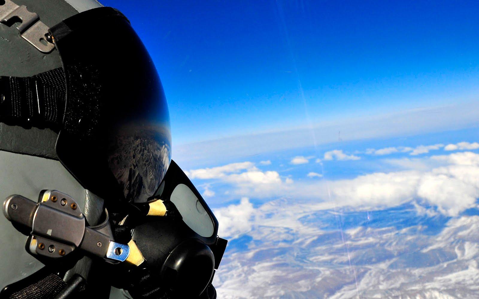 http://3.bp.blogspot.com/_8_4GnCTp578/TAER2Hmv20I/AAAAAAAABYQ/EhyvkvpP-lk/s1600/Fighter_Pilot.jpg
