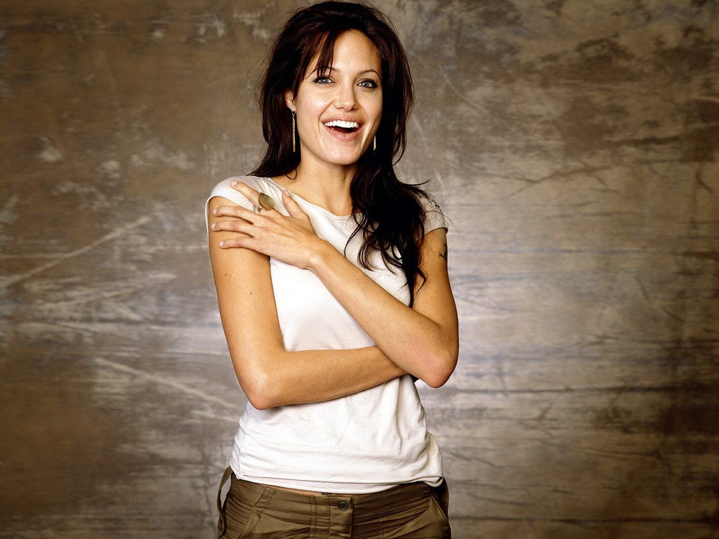 http://3.bp.blogspot.com/_8_CLn-I1Tfc/TSNJdnstWkI/AAAAAAAAAhw/YDmWTgANQd8/s1600/Angelina+jolie+movies.jpg