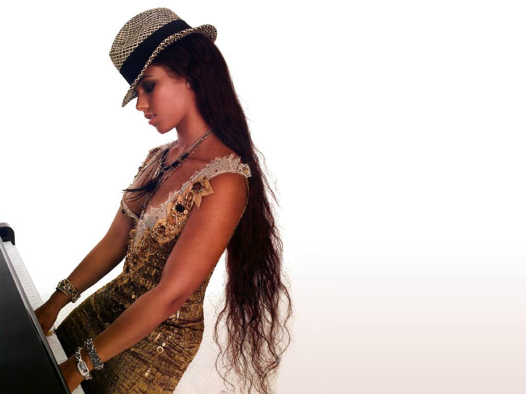 http://3.bp.blogspot.com/_8_CLn-I1Tfc/TSbRAijjFEI/AAAAAAAAAsk/t2usIw2k_wQ/s1600/Alicia+Keys+topless.JPG