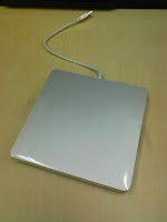 Apple MacBook Air SuperDriveを取り出してみる。