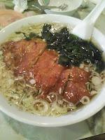 排骨湯麺、豚ロース唐揚入りそば1000円。