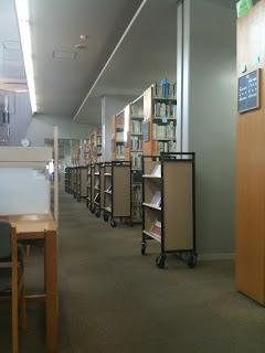 早稲田大学所沢キャンパスの図書館に初めて入る