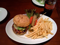チェルシー マーケットのアボカド チェダー チーズバーガーを食べた感想。