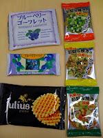 東北、関西、韓国とワールドワイドなお土産が並んだ。