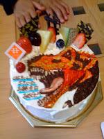 甥御のお誕生日ケーキは恐竜キング。
