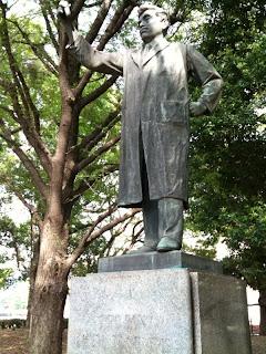 上野公園にある野口英世銅像