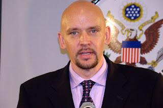 http://3.bp.blogspot.com/_8b4R5sEznho/SqWWRxQE2rI/AAAAAAAAJ8g/joIR_lnRo9U/s320/john+johnson-U.S+embassy+spokesman.jpg