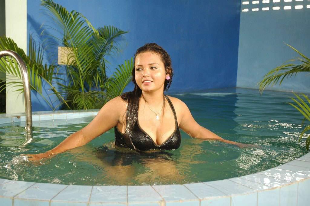 Sexy tamil actres