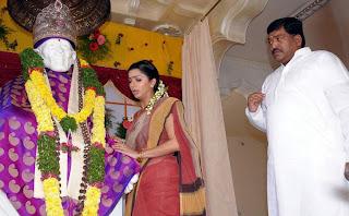Actress Bhoomika Chawla in Saree Photos Gallery
