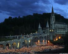 Suasana prosesi lilin - Lourdes