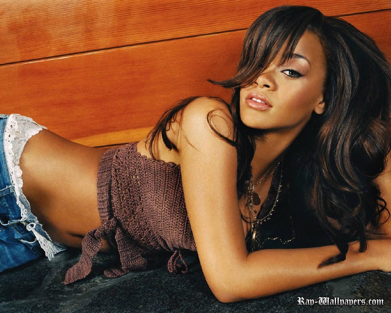 http://3.bp.blogspot.com/_8ePfdMXc9-M/TPNcvVP27xI/AAAAAAAAAB8/OMKwpL0DqOA/s1600/Rihanna+Way+Back.jpg