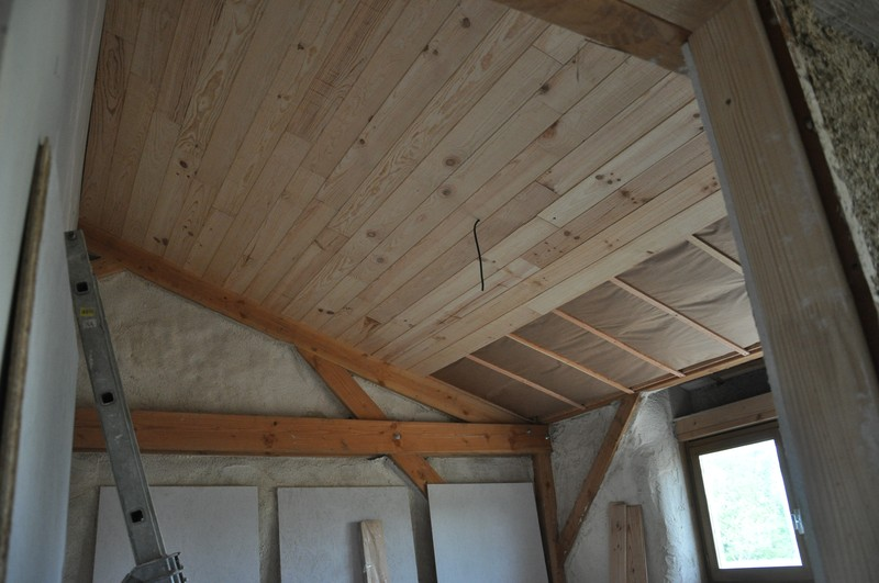 Lambris bois blanc plafond for Comment poser du lambris bois horizontal