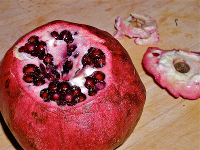 how to eat a pomegranate without the seeds