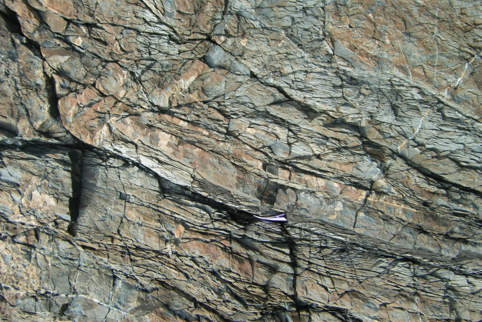 geologists use radioactive dating to do what