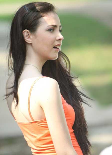 Arumi Bachsin Dengan Tengtop Orange Yang Seksi [ www.BlogApaAja.com ]