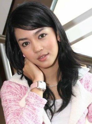 House Horny: Nuri Maulida Sexy Hot Actress