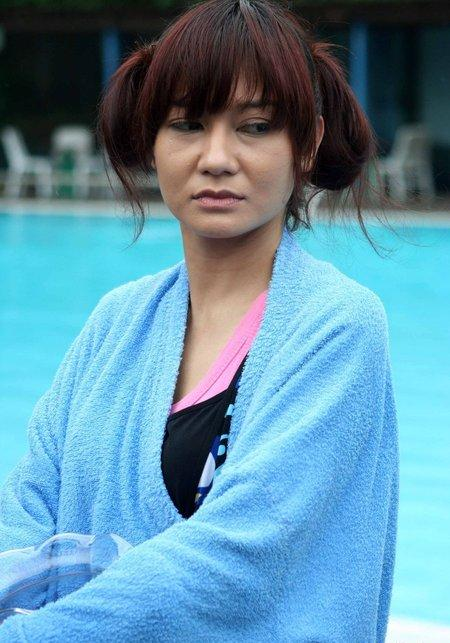 Putty Noor is Indonesian actress that play in electron cinema ...