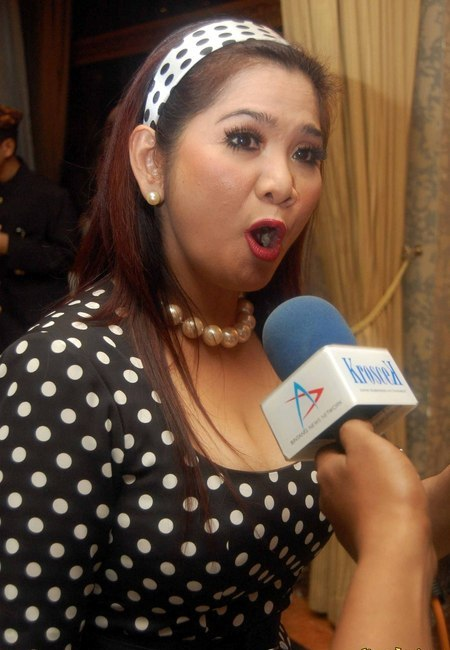 toket gede tante vina panduwinata sexy ml artis
