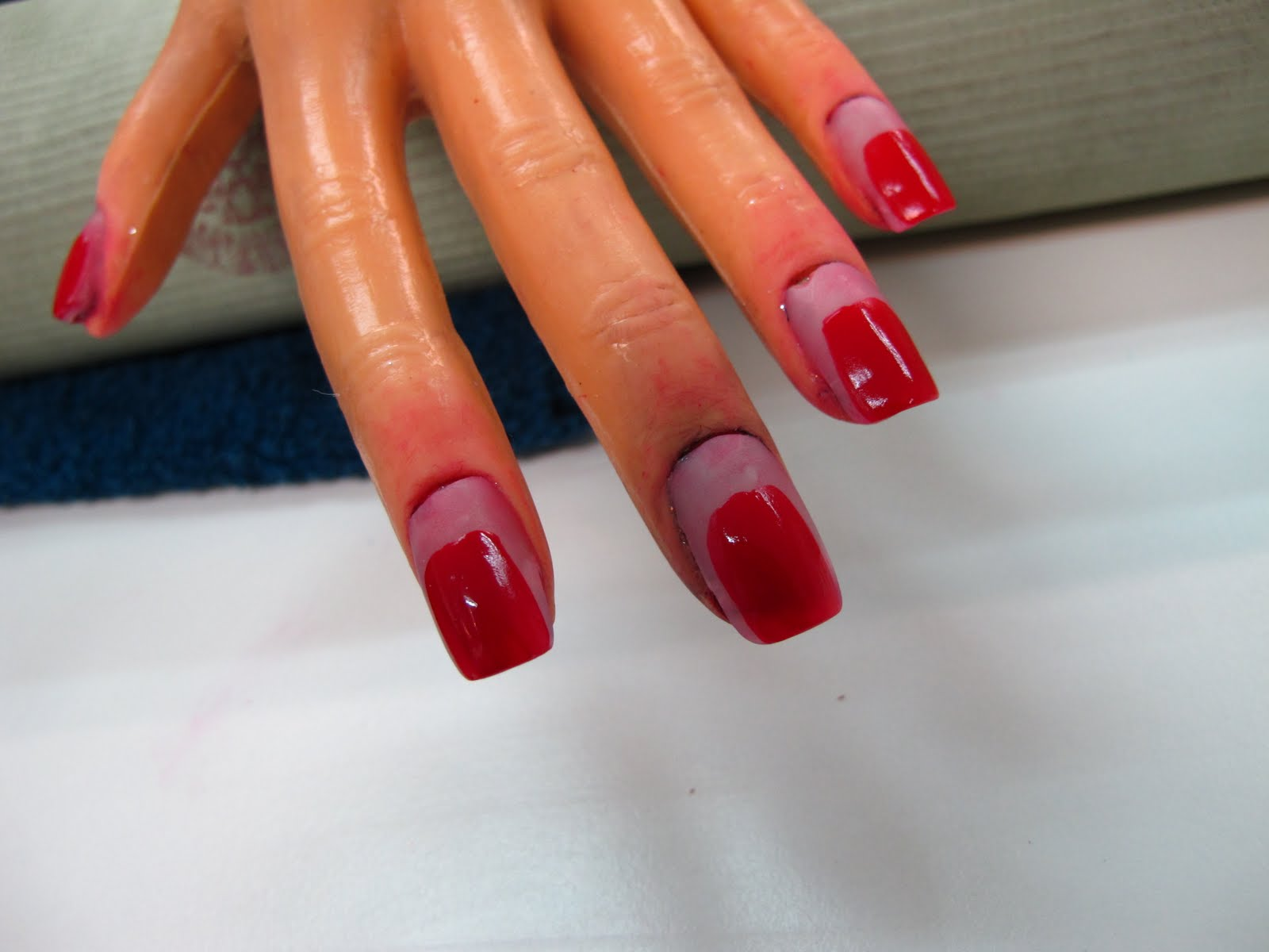 Beauty Gossipologyst: 09-04-2010: The Skill of Applying Nail Polish