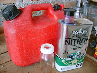 Frotaba avto por la gasolina