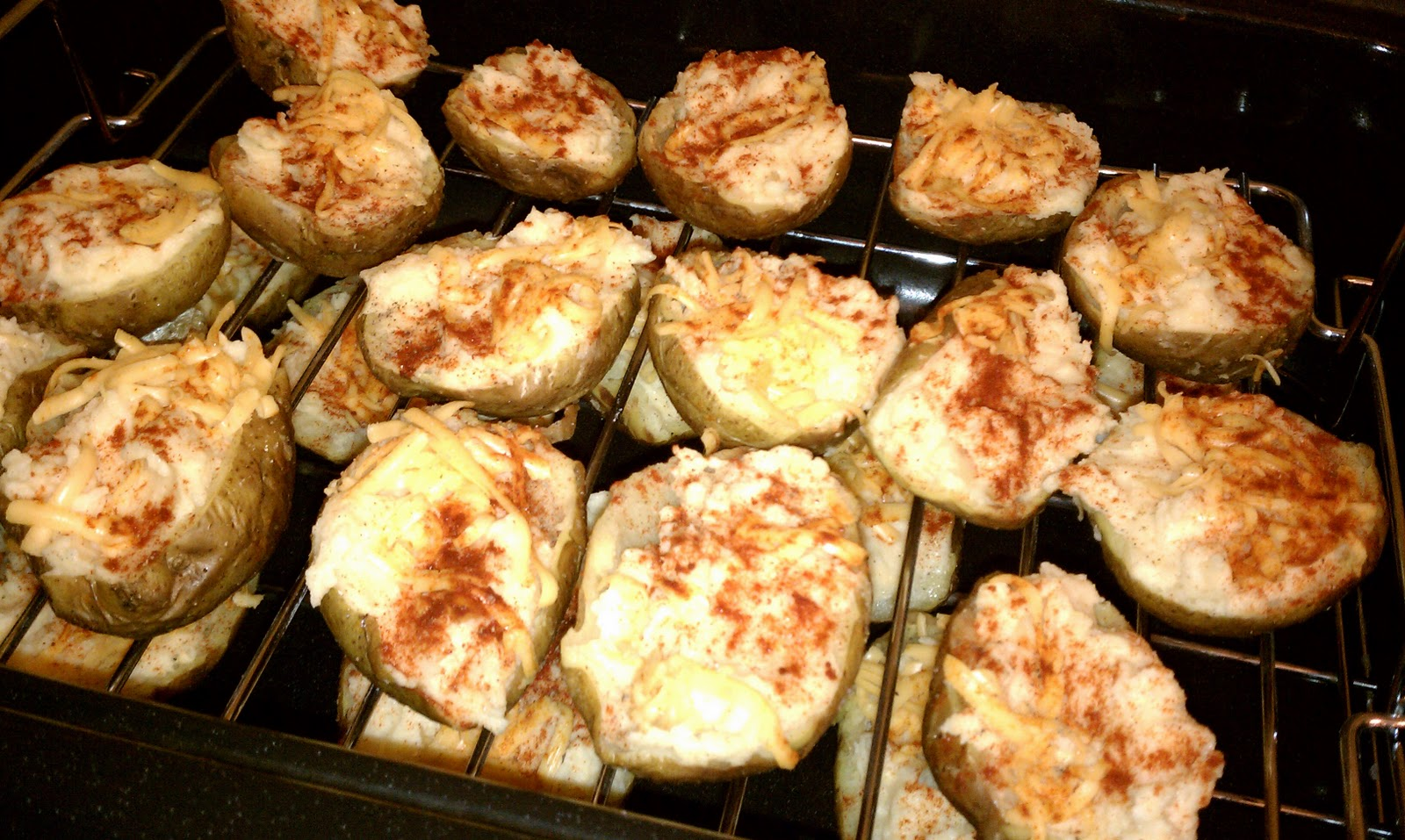Shrimp13's Blog: Twice Baked Potatoes with Smoked Paprika