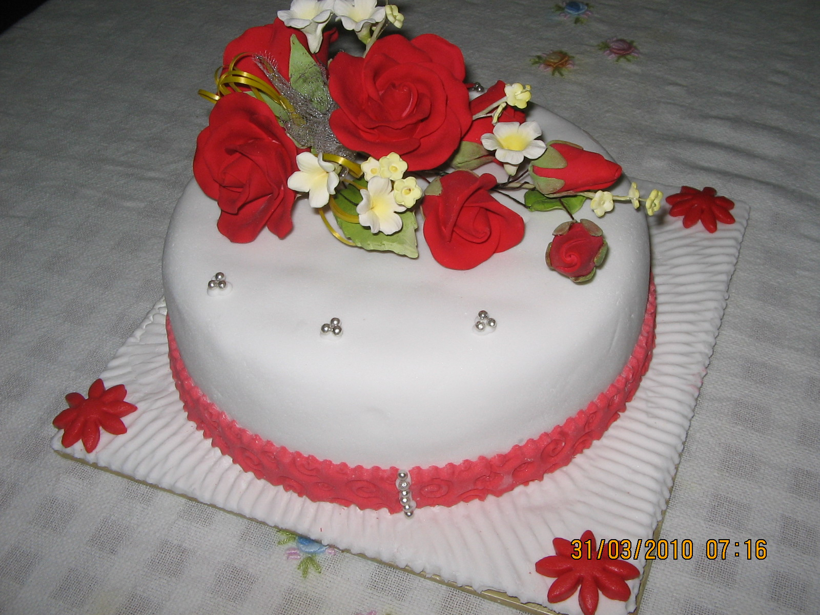MamaBisya Cake House Chrismas Red Fondant Cake