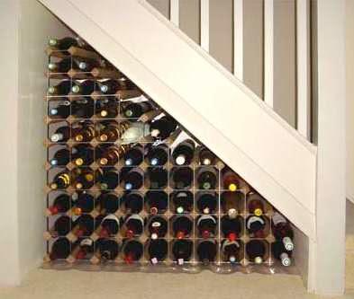 Muebles y decoraci n de interiores debajo de la escalera for El de debajo de la escalera vino