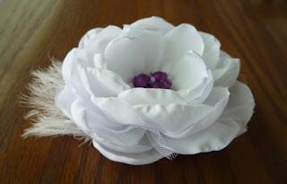 http://3.bp.blogspot.com/_8rErEfOd70U/S7qOoNLa_3I/AAAAAAAAD4g/q7yxc4P8LAo/s320/flor_cabelo.jpg