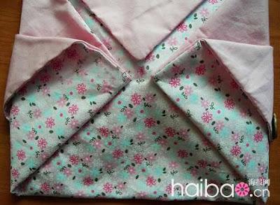 Таким же способом можно сшить сумку, вшив внутренние карманы и ручки.
