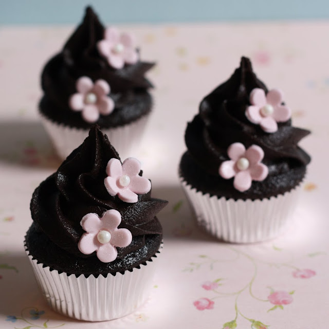That Winsome Girl: Chocolate Cupcakes with Chocolate Fudge ...