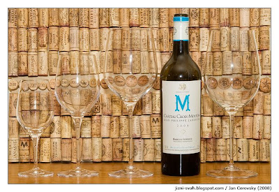 Láhev a sklenky na víno