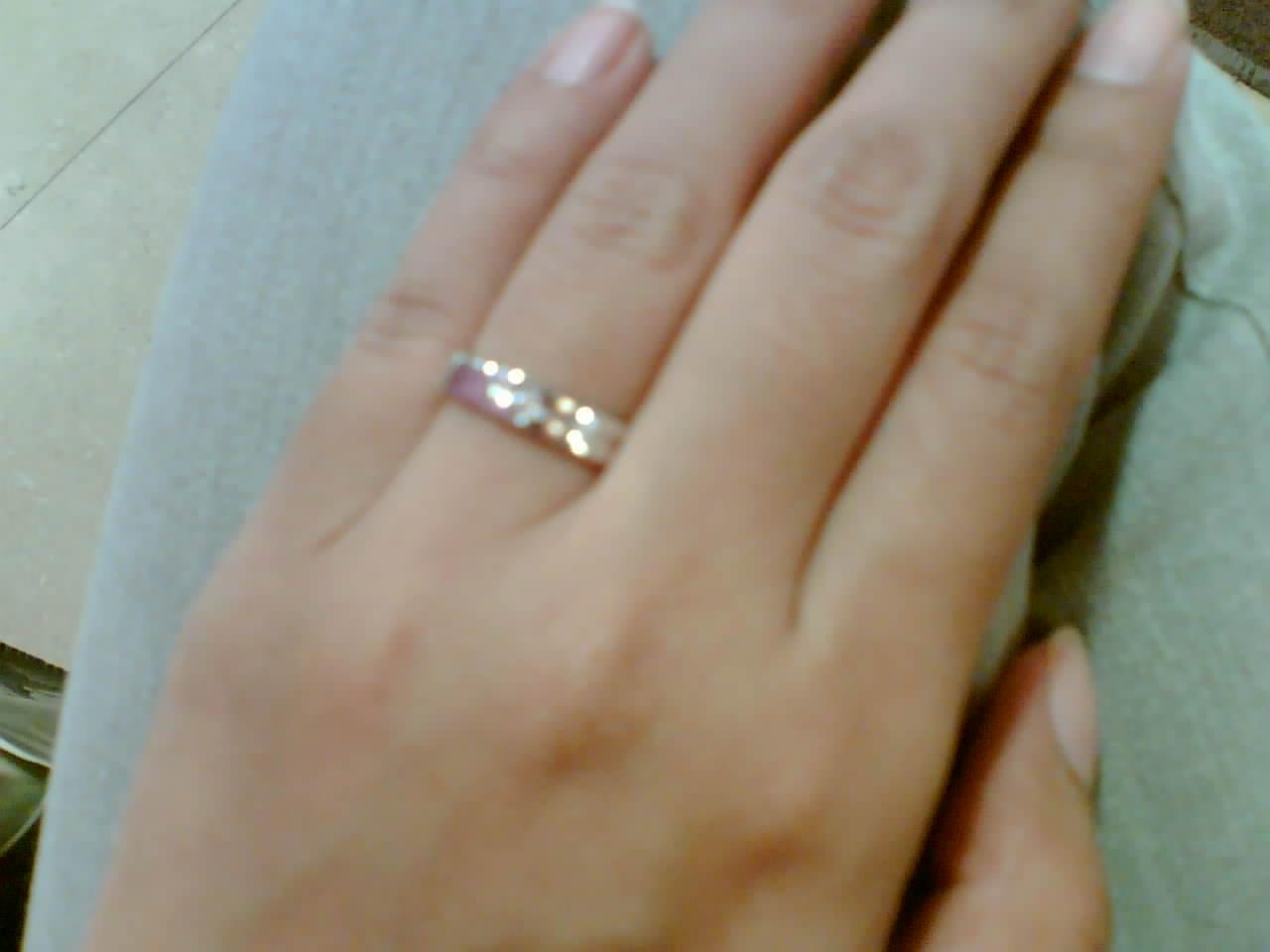 Cincin Tunangan Emas Di Tangan Inspirasi Pernikahan