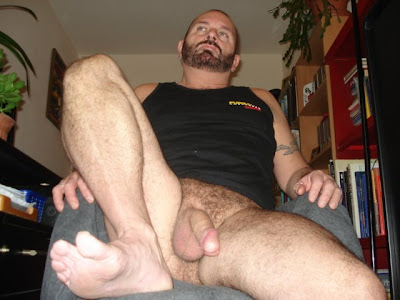 from Josue gay squat