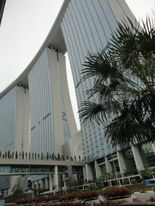 how to get to marina bay sands from bugis mrt