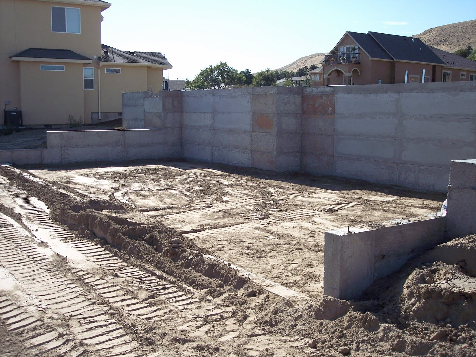 Building a home foundation walls backfilled for Building a house on a slab