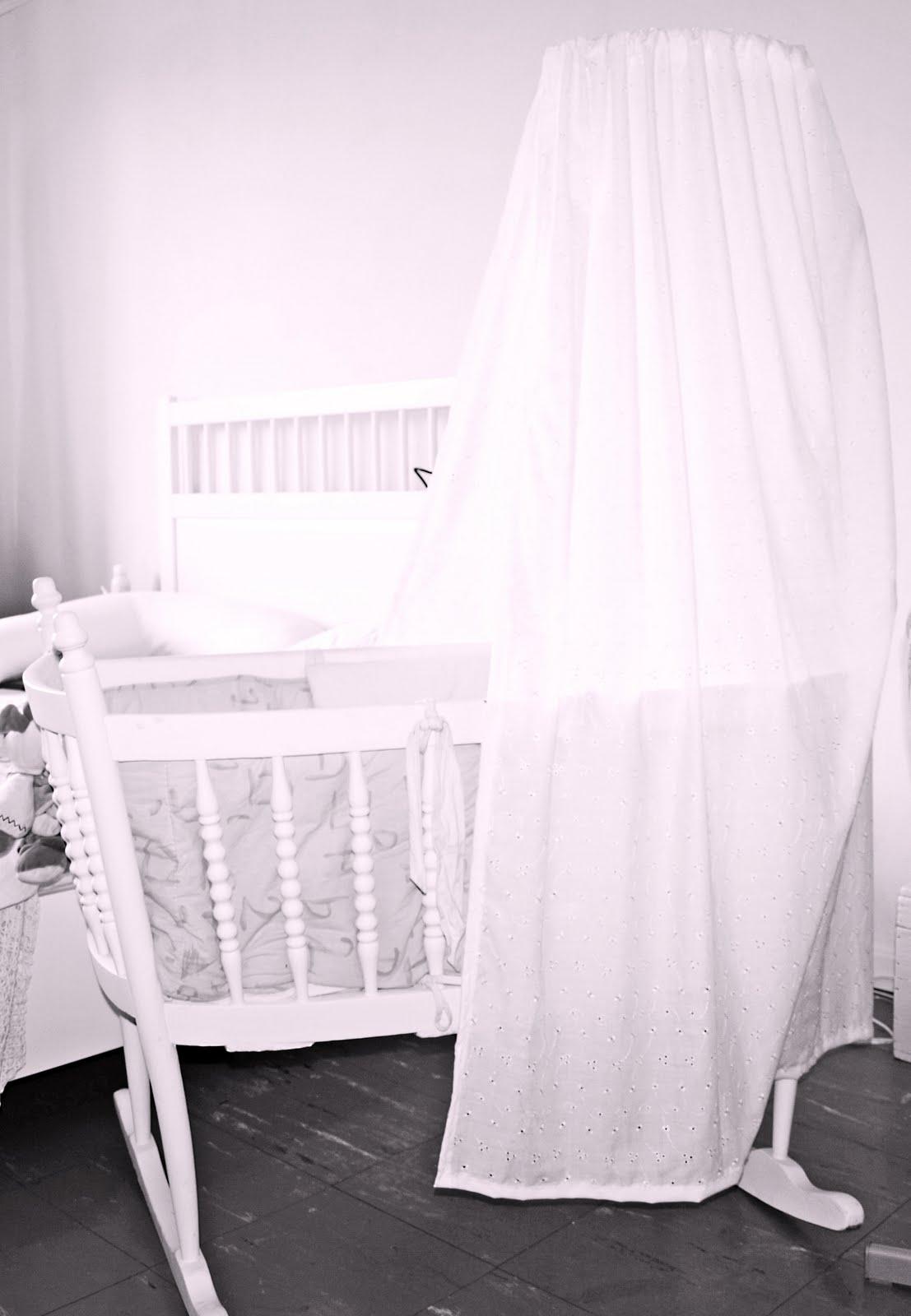 loulou coeur de beurre ciel de lit. Black Bedroom Furniture Sets. Home Design Ideas
