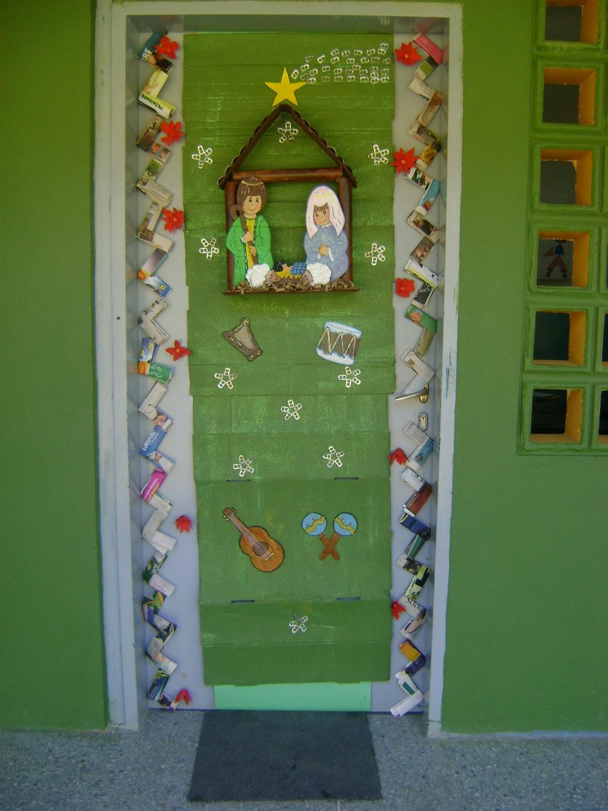 Escuela b sica jabillito diciembre 2010 for Puertas decoradas navidad material reciclable