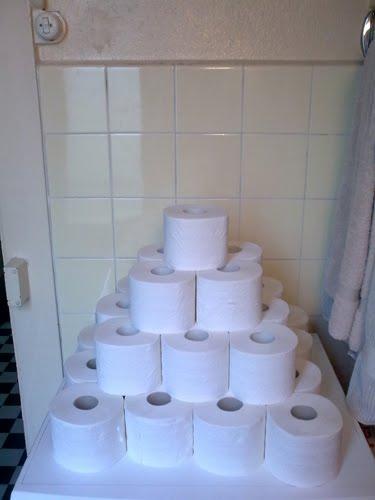 http://3.bp.blogspot.com/_9-F3cE9YBs0/S_GWbxZ8p6I/AAAAAAAABfg/n91a9dNKzRQ/s1600/ToiletArt_Pyramide.jpg