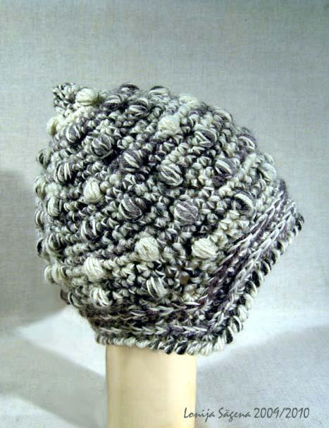tamborēta cepure ar ausu stūrīšiem