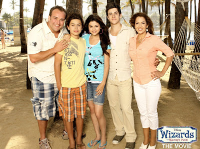 http://3.bp.blogspot.com/_90WqfySG1Sc/Si8XpCalqbI/AAAAAAAABuQ/5raMcdvLQ3A/s400/wizards_of_waverly_place_the_movie01.jpg