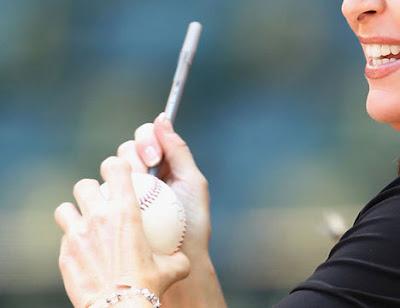 Sarah Palin naked finger