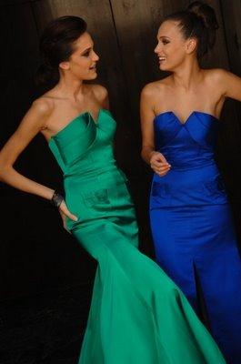 Vestido azul com sapato verde