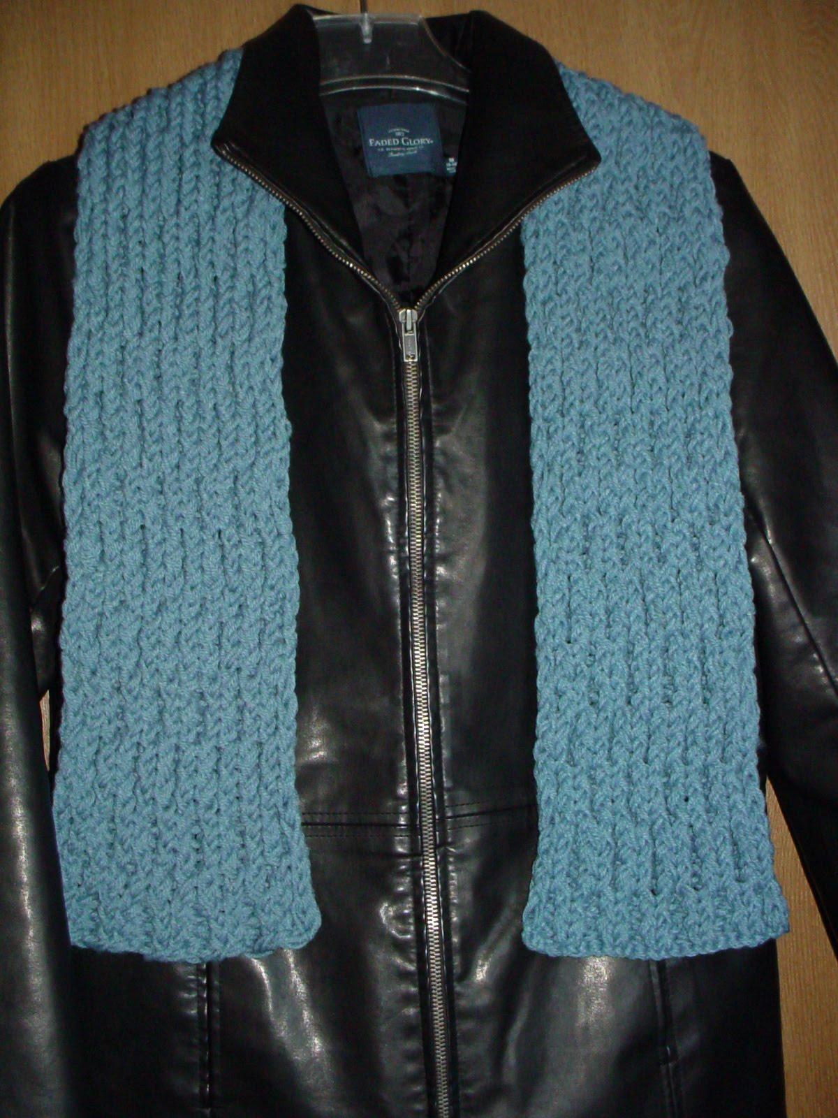 The Knifty Knitter: Blue scarf on the 9.5 inch long Knifty Knitter loom