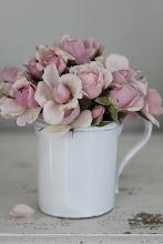 Roser i kaffekopp