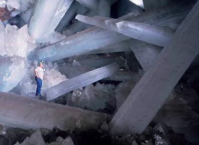 http://3.bp.blogspot.com/_96D2zI7_w6c/SdEek7jINFI/AAAAAAAAInA/ZULCDp3bkx8/s400/crystal-cave-1.jpg