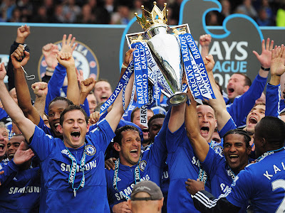 chelsea players celebrating the premier league title