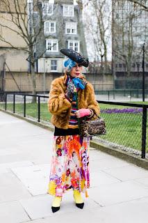 http://3.bp.blogspot.com/_993eD1Wv8xo/TIieWlGOwxI/AAAAAAAAAUY/_k7hLbMAhak/s1600/090222-anna-piaggi-london-westminster-uni.jpg