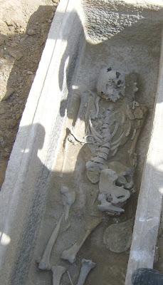 Τάφος του 4ου πΧ αιώνα στη Νέα Σμύρνη! - Σελίδα 2 HPIM4964%CE%B1